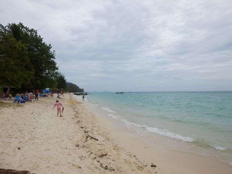 der Strand zur Linken