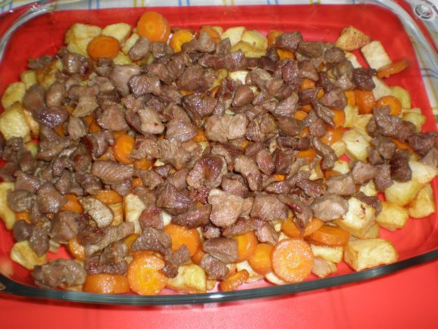 Compuesto de ternera con zanahorias fritas